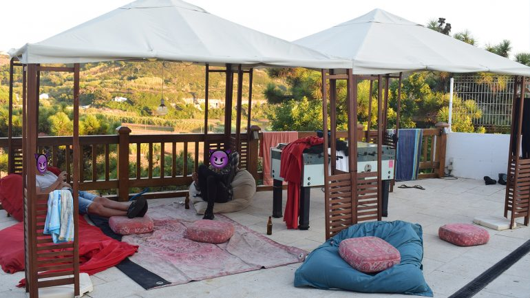 terrasse surfcamp ericeira